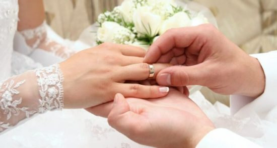 Xem bói tuổi vợ chồng tốt xấu dựa trên các yếu tố Cung, Mệnh, Can Chi và Thiên Mệnh năm sinh