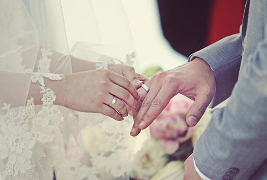 Xem ngày cưới hỏi là một việc rất cần thiết trong cuộc sống con người. Bởi việc làm này được xem là nền móng cho hạnh phúc tương lai của các cặp vợ chồng trong tương lai.